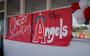 AWESOME ANGELS! - article thumnail image